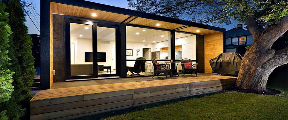 Konteyner ev içinde yaşamaya uygun hale getirilmiş konteyner çeşididir. Bu tarz yapılarda normal bir evde olması gereken tüm detaylar bulunur. Oda ayrımı, banyo, tuvalet, mutfak, pencere ve balkon gibi özellikler konteyner evlerde bulunabilmektedir. Tasarım detaylarına göre katlı olacak şekilde de konteyner yapılmaktadır. Sağladıkları kullanım kolaylığı ve uygun fiyatlar ile konteyner evler bağ evlerinden kent içindeki yaşama kadar çok geniş alanlarda kendisini göstermeyi başarıyor.